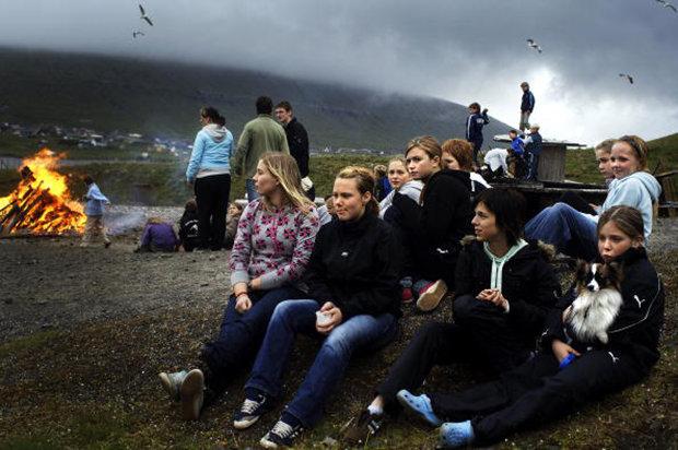 Die fast Letzten ihrer Art: Mädchen im Sommercamp auf den Färöer-Inseln. (Foto: Gulliver Theis/Stern/laif)