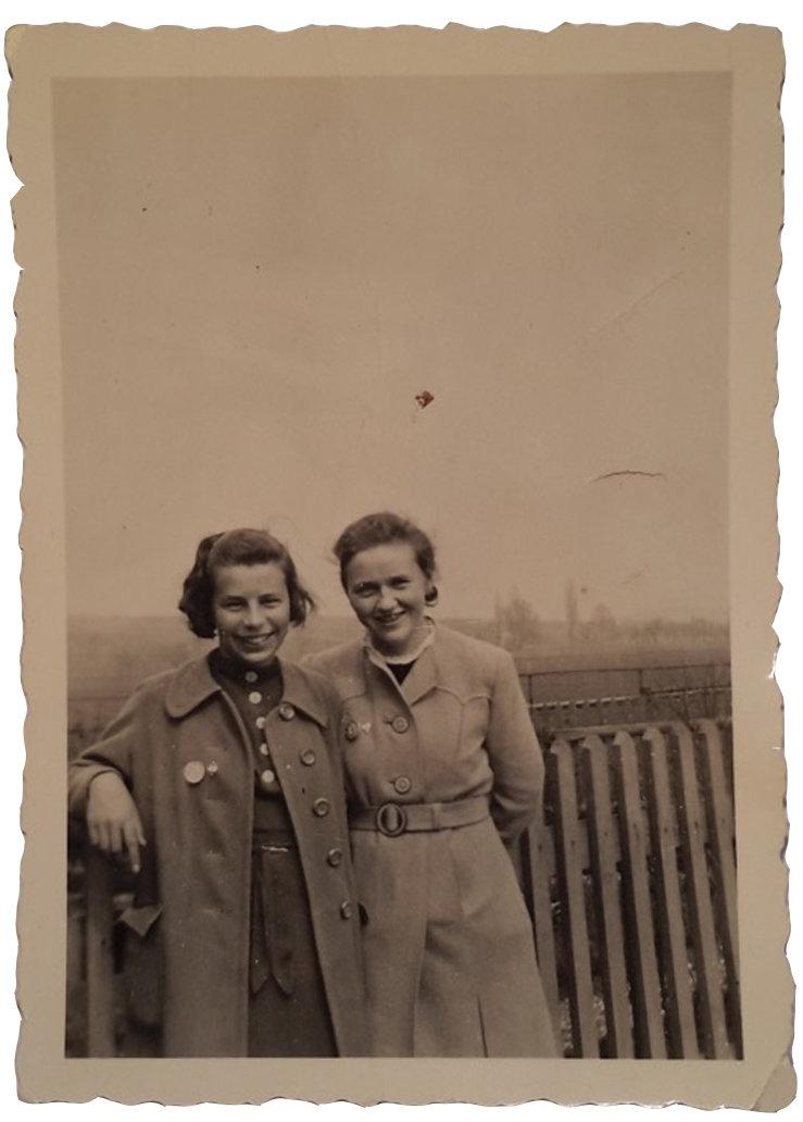 Hanna Friess mit einer Freundin Anfang des 2. Weltkrieges (Foto: privat)