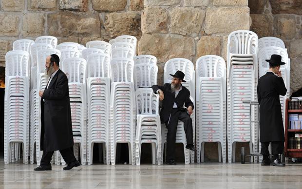 Damit hat sich dann auch die Reise nach Jerusalem erledigt. Vom Monobloc gibt es nie zu wenige (Foto: Andreas Gebert/picture-alliance/dpa)