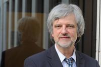 Professor Ortwin Renn ist Soziologe, Volkswirt und Nachhaltigkeitswissenschaftler. (Foto: Yadid Levy / Anzenberger)