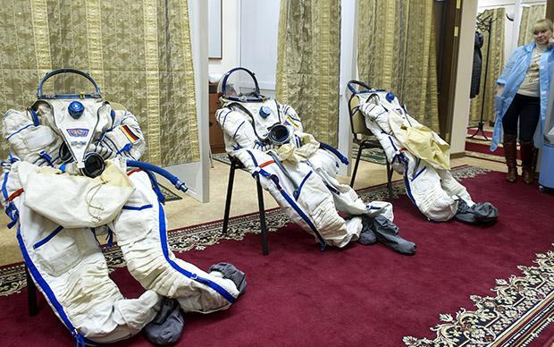 Die Anzüge der Kosmonauten warten schon auf die nächsten (zahlungskräftigen) Besucher
