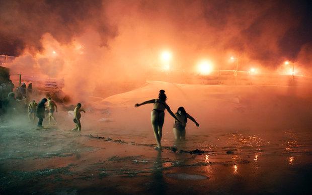 Mit Eis und Nickel: Manche Seen sind bei den Bürgern besonders beliebt, weil in sie das erwärmte Kühlwasser aus den Fabriken eingeleitet wird (Foto: Elena Chernyshova)