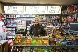 Mitat Özdemir betreibt in der Keupstraße einen Kiosk (Foto: Heike Fischer)