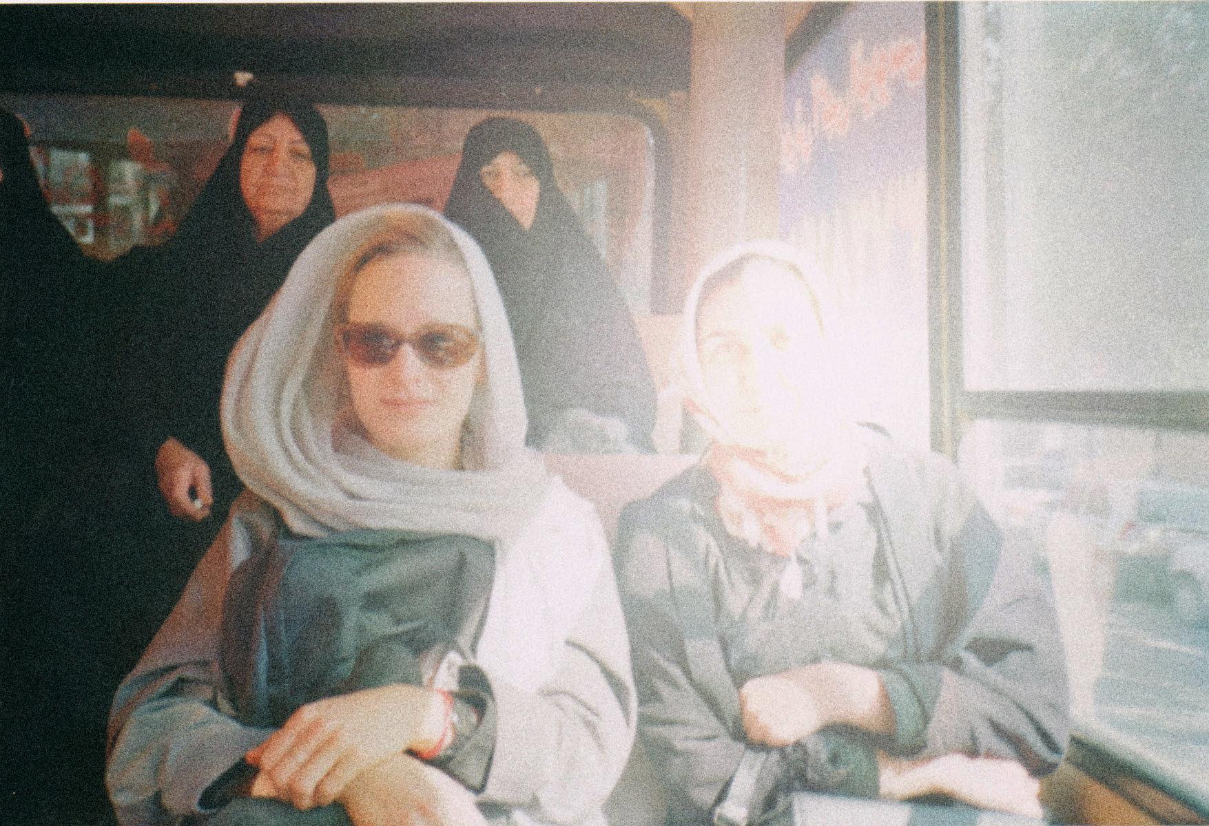 Die Redakteurin und Elahne im Iran (Foto: privat)