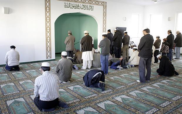 Für nach Deutschland geflüchteten Ahmadiyyas ist das offene Ausleben ihrer Religiosität erstmal etwas Ungewohntes. Sie stehen für einen reformorientierten Islam (Foto: Thomas Koehler/photothek.net)
