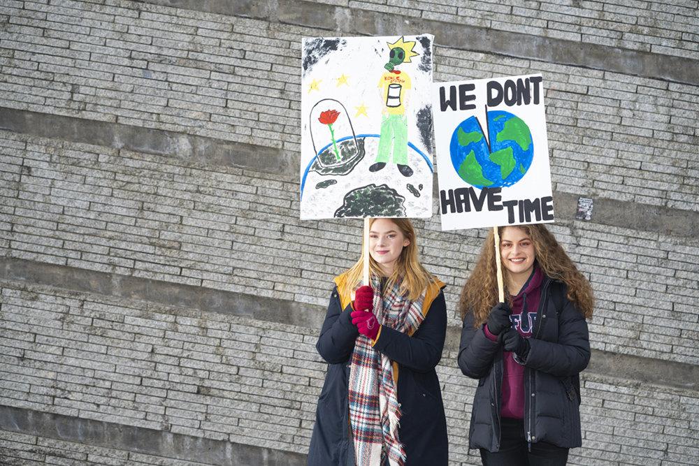 Marie Uhlmann, 17 und Samira Wirbeleit, 17, Berlin