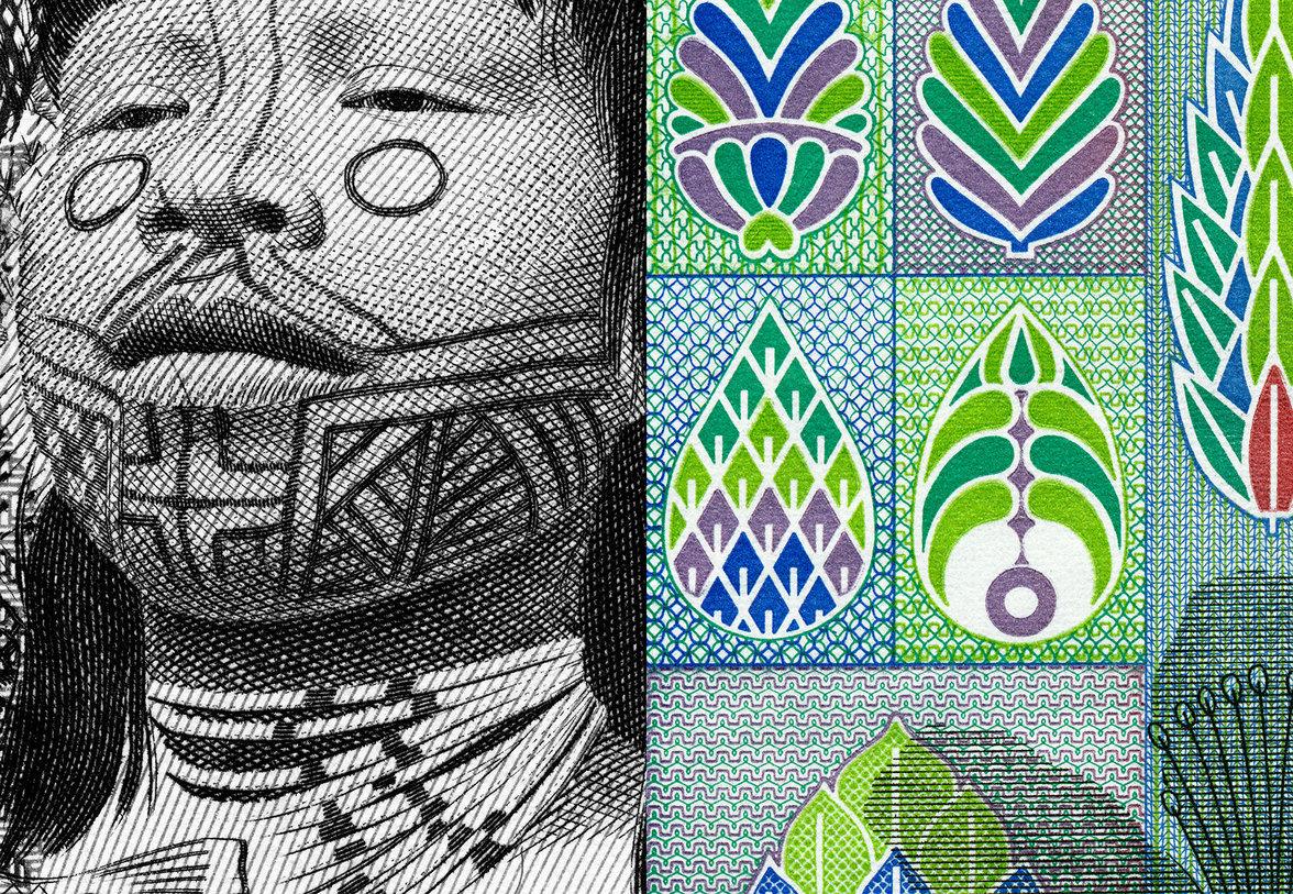 Links: ein mit Muster bemaltes Gesicht, rechts: bunte Muster