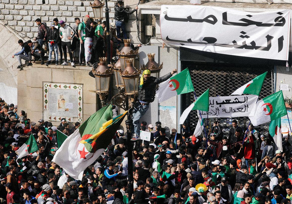 Proteste in Algerien (Foto: Zohra Bensemra/REUTERS)