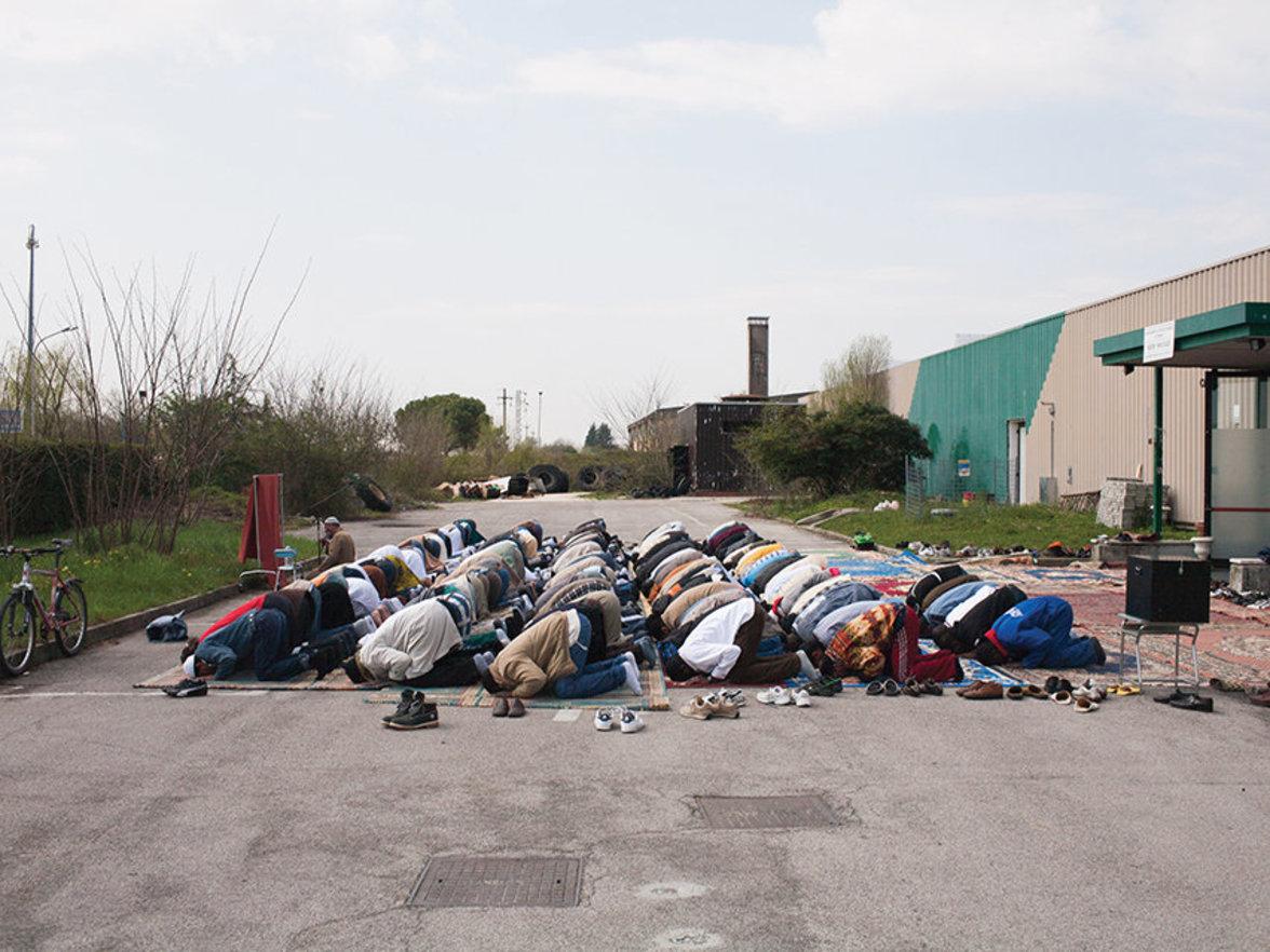 Profane Orte sakral nutzen. Das ist für Moslems in Italien ganz normal.
