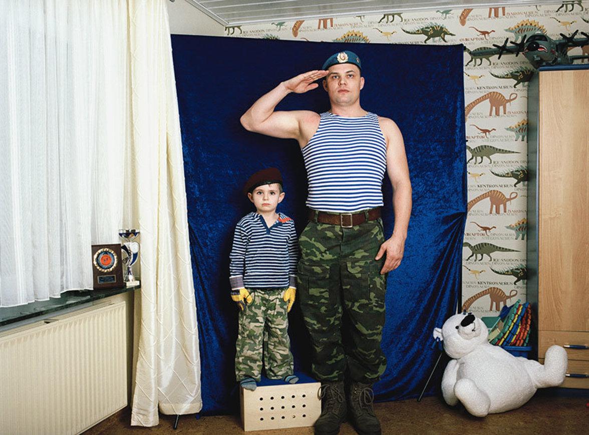 """""""Was aber passiert, wenn die Wurzeln von Menschen verpflanzt werden und sie sich an neue Umstände anpassen müssen?"""" Das war für Ira Thiessen die Ausgangsfrage zu ihrer Fotoarbeit """"Privat Germania""""."""