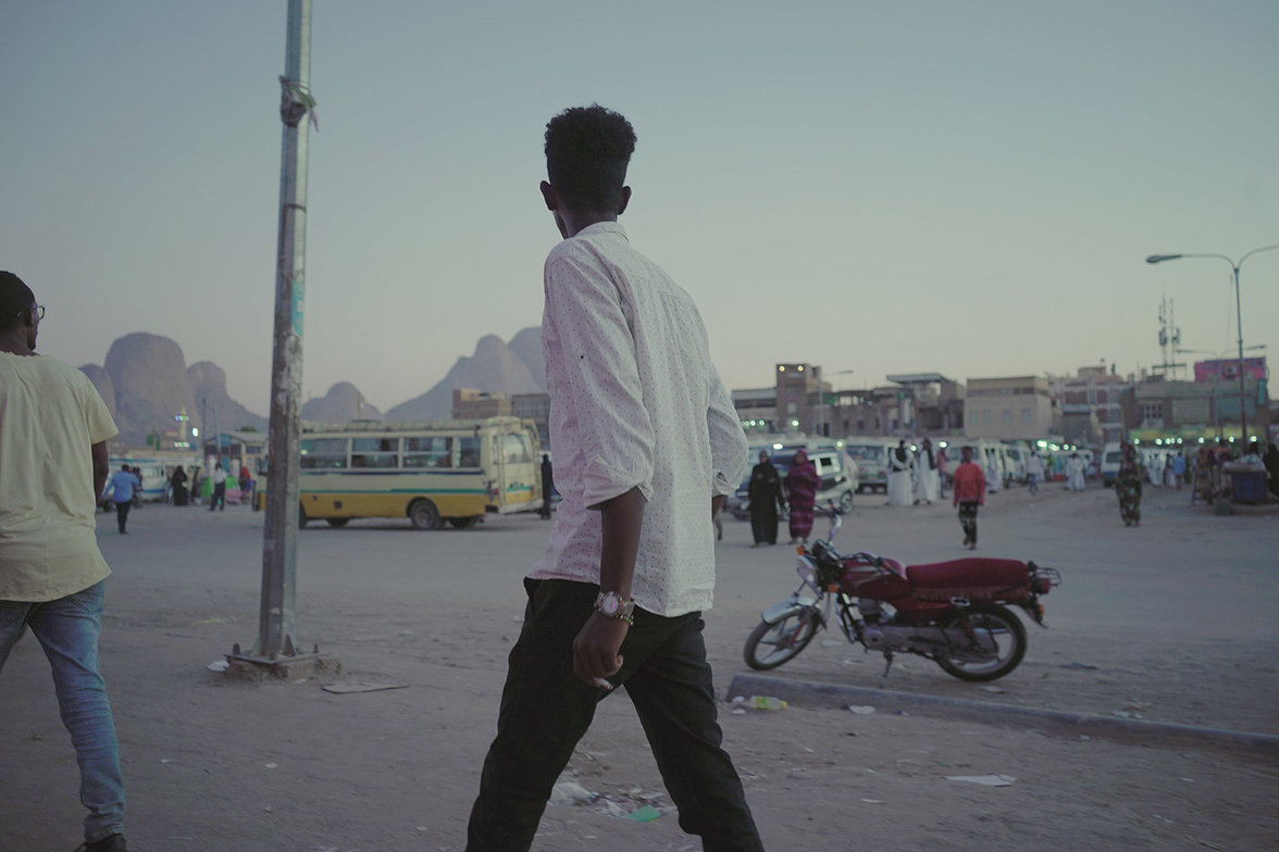 Sudan, Flucht, Folter, Jugend, Busbahnhof