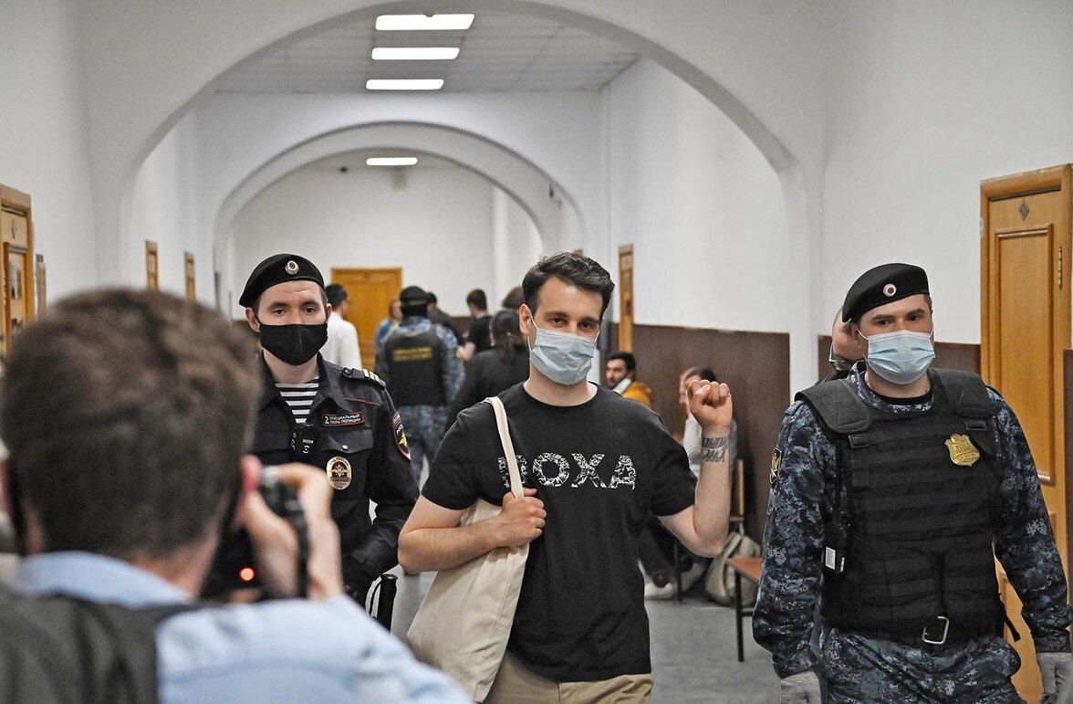 Vladimir Metelkin auf dem Weg zur Gerichtsanhörung (Foto:  Ivan Vodop'janov/Polaris/laif)