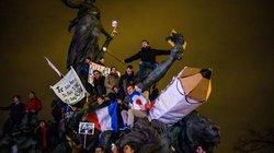 Straßenprotest, oder: Wie man Solidarität bekundet, in der Masse Angst verarbeitet und sich dabei immer auch ein bisschen selbst inszeniert