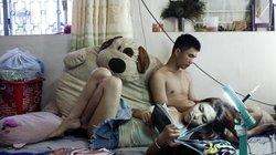 Der Verkäufer Thanh Thien (30) und seine transsexuelle Partnerin Huu Toan (27) relaxen zusammen