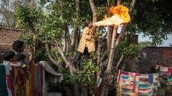 Mit Diesel werden die Flammen am schönsten: Der Feuerspucker behauptet, er habe sich noch nie verbrannt