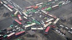 Weil es mit Chinas Wirtschaft in den letzten Jahrzehnten ziemlich voran gegangen ist, herrscht auf den Straßen dort inzwischen oft nur noch Stillstand – selbst in Städten wie Xi'an, die hier kaum einer kennt