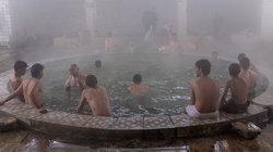 Männer baden im Hammam