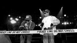 N.W.A. Rappers MC Ren and Eazy-E. bei einem Konzert 1989