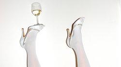 Weinglas auf high heels