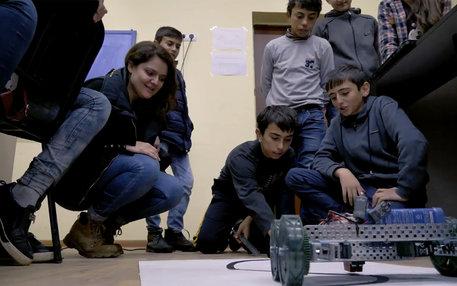 Kinder in einer Schule in Armenien