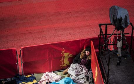 Schlafender Fan auf der Berlinale (Foto: Daniel Seiffert)