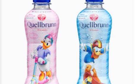 In pink und blau gegenderte Mineralwasser-Flaschen von Aldi