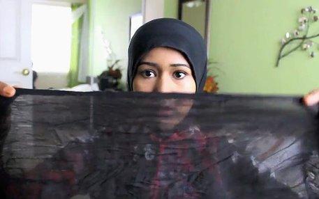 Heraa Hashmi lüftet den Schleier. Aber nur den, der ihrer Meinung nach in den westlichen Ländern über dem Alltagsleben der Muslime liegt