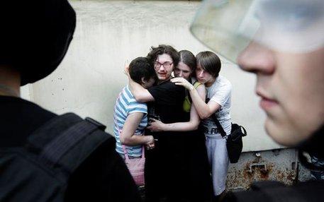 Blutiger Überfall: In St. Petersburg wird im Sommer 2013 eine Gay-Pride-Demonstration von Homo-Gegnern attackiert