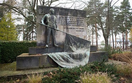 Geld und Gedenken: Um den Garnisonfriedhof gibt es Streit, weil auf dem Nordflügel Gräber eingeebnet werden sollen