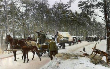Gegen Ende des Zweiten Weltkriegs hatten viele Deutsche Angst vor der Rache der Roten Armee und zogen in endlosen Trecks gen Westen. Andere wurden vertrieben oder in Lagern interniert
