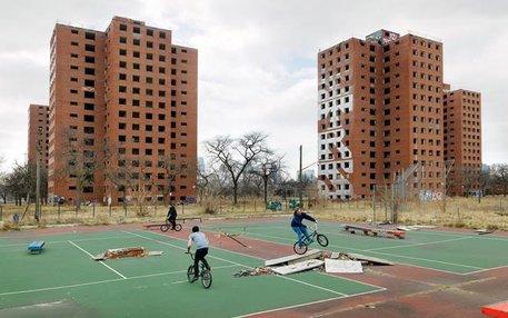 Hier wurde mal Tennis gespielt: BMXer und Skater waren schon immer gut darin, öffentlichen Raum zu zweckentfremden