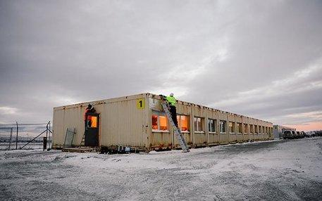 """In """"Vestleiren"""" harren die Flüchtlinge ihrer Anhörung und der drohenden Abschiebung. Die Zustände in dem Camp 15 Kilometer außerhalb von Kirkenes in Nordnorwegen haben immer wieder für Schlagzeilen gesorgt"""