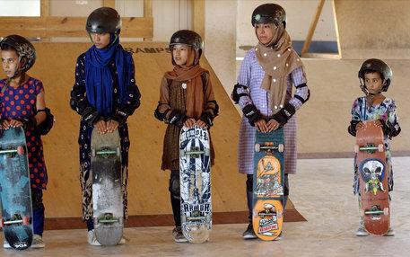 Junge Skaterinnen in Afghanistan