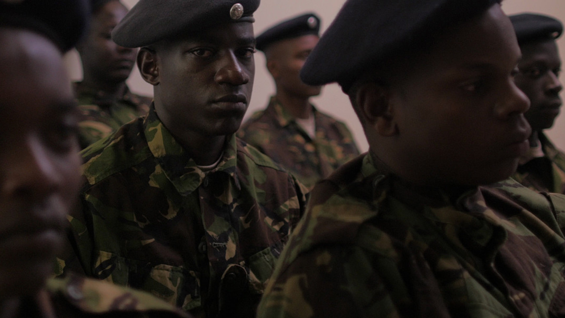 Szene aus der kenianischen Web-Serie Tuko Macho: Polizisten in Uniform (THE NEST COLLECTIVE)
