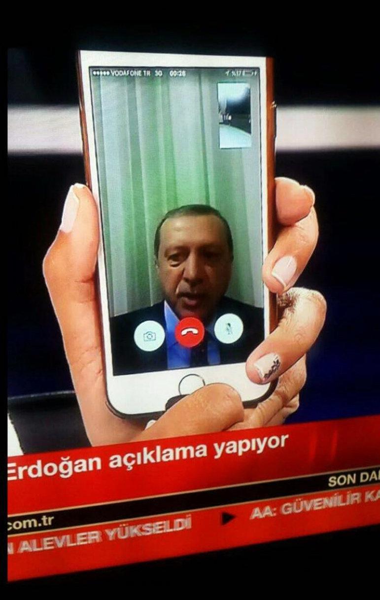 Telefonstatement des türkische Präsident Erdogan im TV  (Foto: picture alliance / dpa)